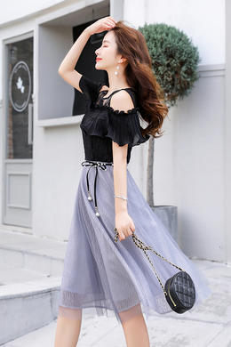 Z19XT038夏新款女装时尚修身显瘦蕾丝拼接露肩中长款连衣裙