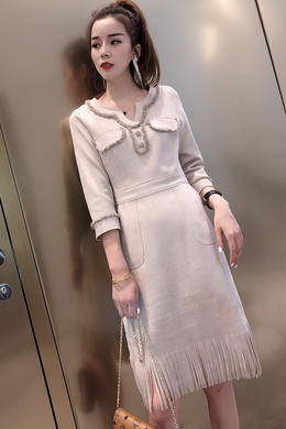 秋新款气质名媛V领连衣裙麂皮绒七分袖收腰显瘦流苏下摆打底裙