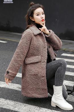 Z19QW997冬季新款翻领中长款皮毛一体宽松休闲洋气时尚外套
